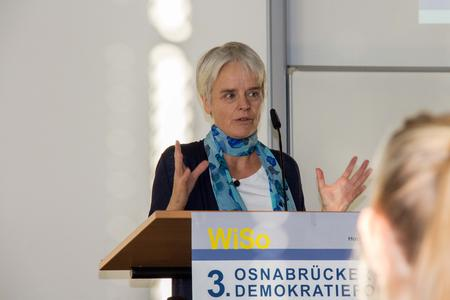 Streitbare Thesen formulierte Ulrike Herrmann. Die Journalisten der taz beschrieb das herrschende Wirtschaftssystem als private Planwirtschaft, die komplett zementiert und vermachtet sei