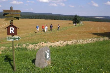 Wikinger-Gruppe auf dem Rennsteig mittel.jpg