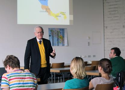 """Botschafter José Joaquín Chaverri Sievert berichtet über sein Heimatland Costa Rica (Spanisch für """"reiche Küste"""")"""