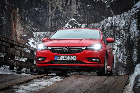 Popular car, popular technology: The Opel Astra with the trendsetting IntelliLux LED® matrix headlights