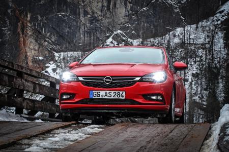 Beliebtes Auto, beliebte Technik: Der Opel Astra mit dem wegweisenden IntelliLux LED® Matrix-Licht