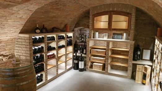 Sanierung und Weinkellereinrichtung eines historischen Gewölbekellers