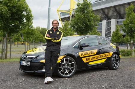 Ein wichtiges Element der Zusammenarbeit zwischen BVB und Opel ist BVB-Coach Jürgen Klopp / Der ebenso beliebte wie erfolgreiche Fußballlehrer ist Markenbotschafter für Opel. Jürgen Klopp, der seit 2008 den BVB trainiert und mit den Schwarz-Gelben bereits zweimal Deutscher Fußballmeister wurde, vertritt die Marke Opel bei offiziellen Anlässen