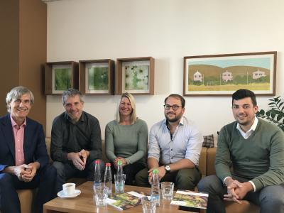 Die Grünen bei der BKK ProVita (v.l.n.r.): Andreas Schöfbeck (Vorstand BKK ProVita), Dieter Janecek (MdB), Sabrina Spallek (Die Grünen Haimhausen), Richard Seidl (Sprecher der Grünen im Landkreis Dachau) und Max Begovic (BKK ProVita)