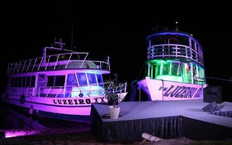 """""""Luzeiro XXVI"""" und """"Luzeiro XXX"""" an der Schiffsanlegestelle des Northwest Brasil Mission Institute bei Manaus"""