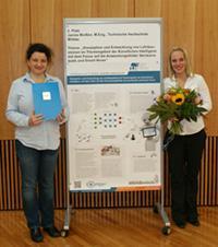 Preisträgerin Janine Breßler (r.) mit Betreuerin Prof. Dr. Janett Mohnke