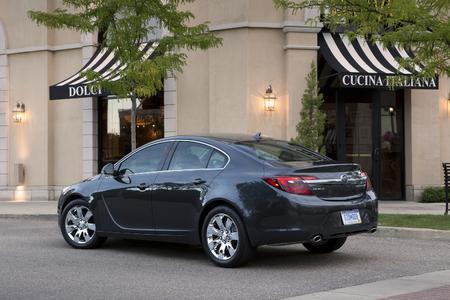 2015 Buick Regal. Elegante Limousinen: Der Buick Regal (Foto) und der Opel Insignia teilen sich die gleiche technische Plattform