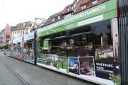 Beklebte Straßenbahn in der Erfurter Innenstadt (Bild: Cornelia Otto-Albers )