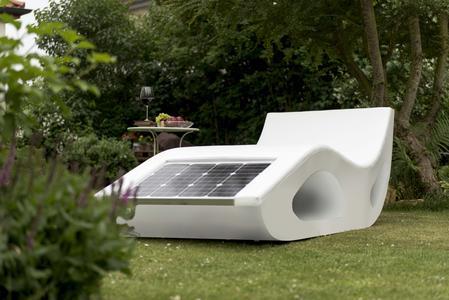 """Die Sonnenliege """"Smartlounger"""" fährt selbstständig in sonnige Flächen"""