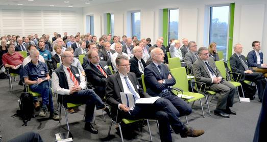 Im InnovationsCentrum Osnabrück (ICO) hörten die Tagungsgäste interessiert zu. Den Auftakt machte Jun.-Prof. Dr. Jens Krzywinski von der TU Dresden / Während der Veranstaltung stellten sich einige der im ICO ansässigen Unternehmen vor
