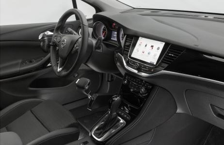 Ergonomisch, praktisch, flexibel: Das Handbediengerät Multima PRO von Petri+Lehr erleichtert Opel-Fahrern mit eingeschränkter Mobilität die Bedienung ihres Fahrzeugs ungemein