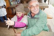 Beim Großelterntag in den Pfahlbauten entdecken Opa und Oma mit ihren Enkeln Geschichte zum Anfassen / Copyright Pfahlbaumuseum Unteruhldingen