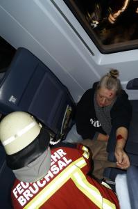 Fast 900 Rettungskräfte, sowie Statisten üben in der Nacht zum Sonntag im Bruchsaler Rollenbergtunnel den Ernstfall