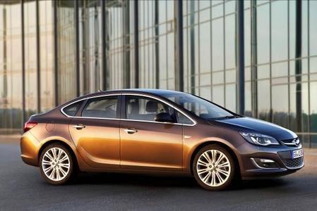 Die neue Opel Astra-Familie: Mit der sportlich-eleganten Limousine präsentiert Opel jetzt die vierte Karosserievariante seiner erfolgreichen Kompaktbaureihe. Damit ist die Astra-Familie nun komplett
