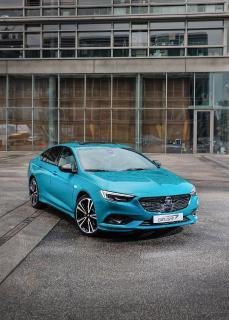 Betörender Eyecatcher: Der Opel Insignia geizt bei der neuen Premium-Ausstattung Insignia Ultimate Exclusive nicht mit seinen Reizen