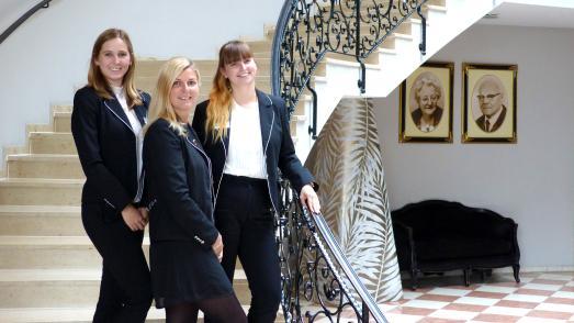 Team des Van der Valk Resort Linstow, von links: Marlene Kabus, Sandra Hacker, Alena Marschinski / Bildquelle: Van der Valk Resort Linstow GmbH