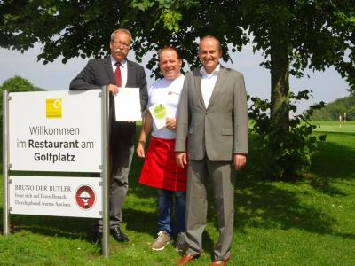 v.l.n.r.: Wolfgang Schütz, Bruno Casola, Bürgermeister Uwe Morgenstern / Foto ©Mythos Schwäbische Alb