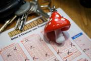 Nach der ersten Februar-Ziehung vom vergangenen Freitag freut sich ein Spielteilnehmer aus Dänemark über elf Millionen Euro. Im Schnitt wird der Eurojackpot elf Mal pro Jahr im obersten Gewinnrang getroffen. Dass es jetzt vier Wochen in Folge dort einen Treffer gibt, ist seit Start der Lotterie im März 2012 einmalig (c) MünsterView