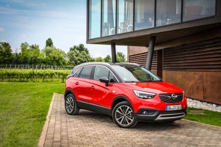 Zukunftstechnologien demokratisieren: Der Crossland X führt mit Features wie der automatischen Gefahrenbremsung und dem Müdigkeitswarner die Opel-Tradition fort, innovative Fahrerassistenz-Systeme für alle zugänglich zu machen