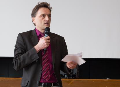Prof. Dr. Andreas Bertram, Präsident der Hochschule Osnabrück, appellierte an die Studierenden, neugierig zu sein und auch kritische Fragen zu stellen