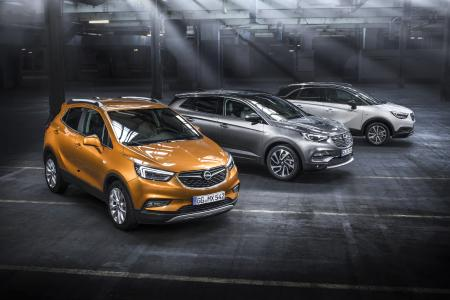 """X-traklasse: Mokka X (links), Grandland X (Mitte) und Crossland X befeuern die Opel-Produktoffensive """"7 in 17"""". Opel bringt allein in diesem Jahr sieben neue Fahrzeuge auf den Markt"""