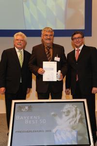 Ulrich Dietzel, Leitung Kundenberatung, nimmt den Preis 'Bayerns Best 50' für die mittelfränkische Onlineprinters GmbH entgegen (Foto: SX Heuser)