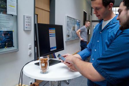 """Die von einem studentischen Team entwickelte """"VetApp"""" soll Tierärzte bei der Dokumentation ihrer Behandlungen unterstützen. (Foto: Hochschule Osnabrück / Elisa Stock)"""