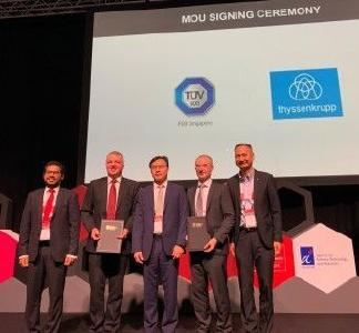 Von links nach rechts: Abhinav Singhal, Chief Strategy Officer APAC, thyssenkrupp, Jan Lüder, CEO of thyssenkrupp Industrial Solutions (Asia Pacific) Pte. Ltd., Dr. Ho Chaw Sing, Managing Director, NAMIC, Holger Lindner, CEO of Product Service Division, TÜV SÜD, Richard Hong, CEO of TÜV SÜD ASEAN