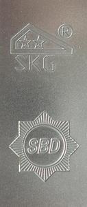 Die SKG  und SBD Signets lassen die geprüfte Qualität der Winkhaus Sicherheits Tür Verriegelungen leicht erkennen