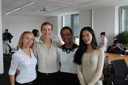 Die Studentinnen Liliia Pohl, Louisa Hasse, Siphokazi Moloinyane und Jiaxin Xie präsentierten an der Hochschule Osnabrück ihr Projekt zur Integration von Flüchtlingen in Osnabrück.