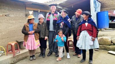 Vicki und Rolf Sorg besuchen Yasmin, eines der 112 World Vision Patenkinder in Peru. Copyright PM International