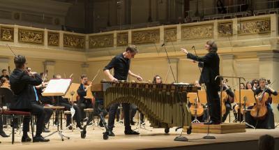 Die Deutsche Streicherphilharmonie und der Perkussionist Alexej Gerassimez im Konzerthaus Berlin / Foto: Kai Bienert