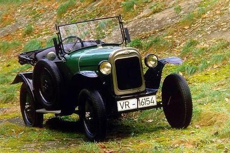 """Opel auf der 24.Techno Classica: Mit dem legendären 4/12 PS """"Laubfrosch"""" startet Opel 1924 als erster deutscher Hersteller die Großserienproduktion mit Fließbandtechnik"""