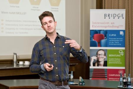 Hannes Reichelt will mit einer Online-Plattform Flüchtlingen den Einstieg ins Berufsleben erleichtern