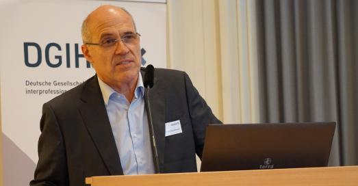 Der DGIHV-Vorstandsvorsitzende Prof. Dr. med. Wolfram Mittelmeier stellte die Pläne für ein digitales Nachschlagewerk der Hilfsmittelbranche vor.