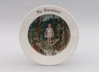 """Kinderteller """"Die Sterntaler"""" von Villeroy & Boch, Dresden, um 1920. Foto: Stadtmuseum Dresden"""