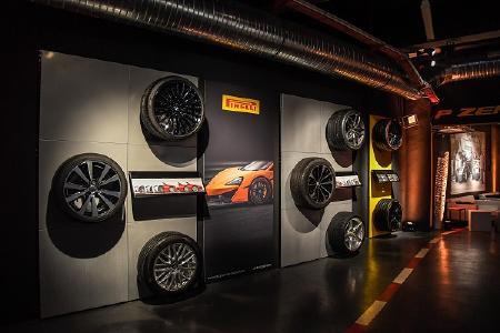 Blick in die PZero World in Monte Carlo. Dort ist auch die jüngste Kreation von MV Agusta und Pirelli Design ausgestellt, die MV Augusta Dragster 800 RR Pirelli