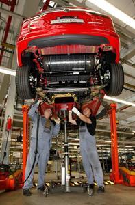 Durch die aus leichtem Verbundwerkstoff mit Karbonfasern bestehenden Erdgastanks des Zafira Tourer 1.6 Turbo ecoFLEX CNG konnten gegenüber dem Vorgänger 85 Kilo Gewicht eingespart und die Reichweite um rund 25 Prozent gesteigert werden