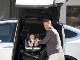Auch Eltern profitieren von den hochwertigen Modellen: Eine leichte Bauweise ist nicht nur einfacher in der Handhabung, sondern auch rückenfreundlich. Die zertifizierten BeSafe-Modelle verfügen über eine ISOfix-Basisstation - damit kann die Babyschale sicher, einfach und schnell im Auto befestigt werden./ Bild: HTS BeSafe/ AGR