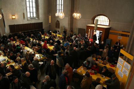 Im ganzen Land gibt es Vesperkirchen wie hier in der Leonhardskirche in Stuttgart