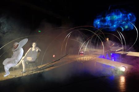 Szene aus der Musiktheater-Produktion Leben auf der Baldrianrakete, Foto: W. Krause Zwieback