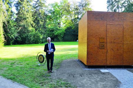 Vernissage: Begrüßung durch Geschäftsführer Bernhard Wehde