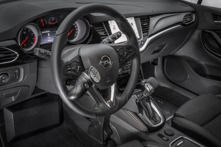 Intelligent ins Lenkrad integriert: Mit dem Multifunktionsdrehknopf MFD Touch für Licht, Scheibenwischer, Hupe und Blinker haben Opel-Fahrer alles perfekt im Blick