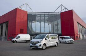 Nutzfahrzeug-Flotte: Opel Movano, Vivaro und Combo (von links, vor der neuen OPEL ARENA) glänzen mit zweijährigen Wartungsintervallen