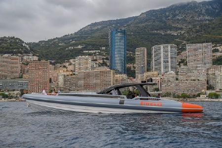 Die dritte PZero World hat Pirelli im Stadtbezirk Monte Carlo des Fürstentums Monaco eröffnet. Der malerisch an der Côte d'Azur gelegene Stadtstaat bietet zu Land und zu Wasser zahlreiche Gelegenheiten, High-Tech Produkte von Pirelli zu fahren