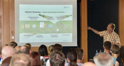 Referent Uli Korn gab einen Überblick, worauf es beim digitalen Marketing ankommt (Foto: Handwerkskammer Reutlingen)
