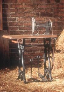 Adam Opels erste handgefertigte Nähmaschine (1862)