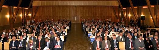 Die Sieger des diesjährigen Leistungswettbewerbs des Deutschen Handwerks wurden von Harald Herrmann, dem Präsidenten der Handwerkskammer Reutlingen, und Hauptgeschäftsführer Dr. Joachim Eisert in der Schwarzwaldhalle in Baiersbronn geehrt