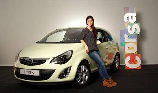 """Erfolg für Lena Meyer-Landrut: Bei der Verleihung des Deutschen Musikpreises """"Echo"""" war die Opel-Markenbotschafterin in fünf Kategorien nominiert. Zwei davon konnte sie gewinnen: Sie wurde als beste Newcomerin und beste deutsche Künstlerin ausgezeichnet"""