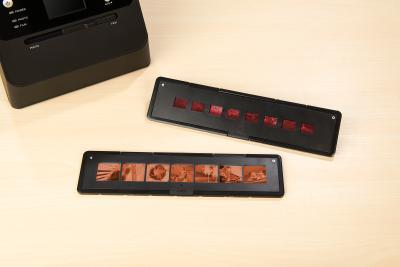 Somikon 2 Negativfilm-Halter für 3in1-Foto-Scanner SD-1600, Filmtyp 110 & 126, Bild: PEARL.GmbH / www.pearl.de